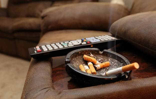 появляется неприятный запах табака