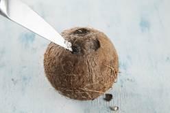 Самый красивый способ вскрыть кокос