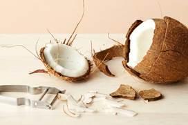Как подать вскрытый кокос на стол