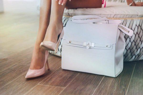 Почему сумки не ставят на пол